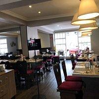 espacios amplios y muy bien decorados para tomar una comida