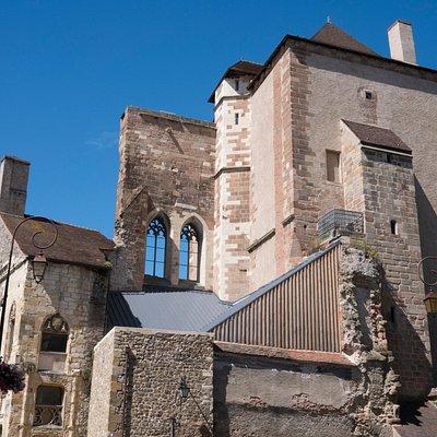 Vue extérieure du château des ducs de Bourbon