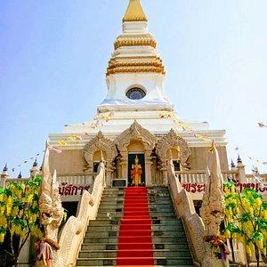 Wat Phra That Khlang Nam