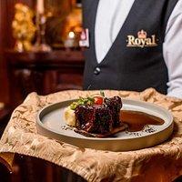 Говяжье ребрышко, меню Royal Pub. Мы готовил только из качественных и самых свежих продуктов.
