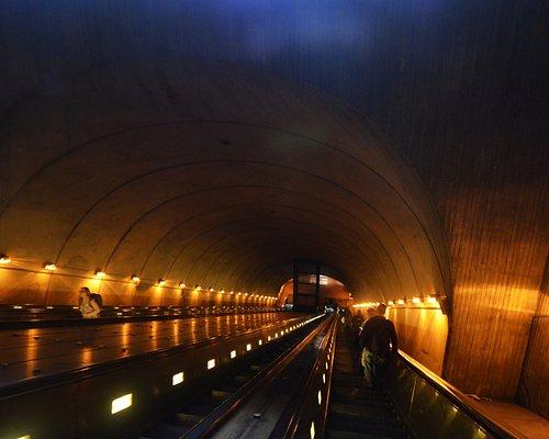 il tunnel con scala mobile