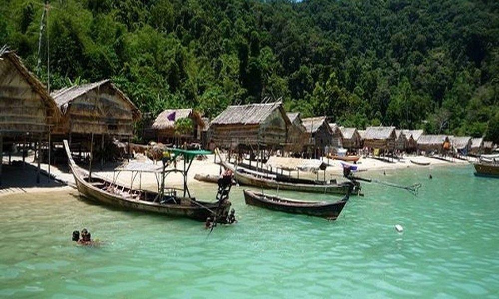 Thaivacances : Proche de la Birmanie : les iles de Surin, vu sur les long tail boats.
