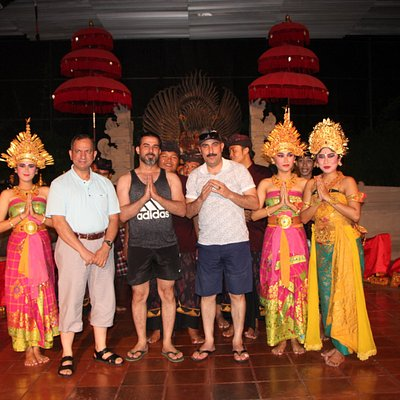 We serve you one of the Bali's best dinner show. Get connected with local artist