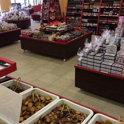 Notre grand magasin vous offre un large choix de boîtes, de paniers gourmand et de produits bret