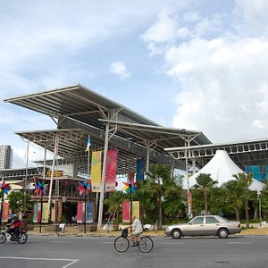 New World Park, a well known and iconic leisure landmark that hardly seen in Penang Island.  Sta