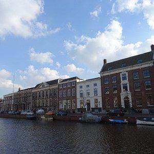 Nieuwe Gracht Haarlem;architectuur uit de 17de en 18de eeuw