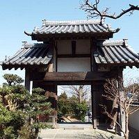 慈眼寺の山門入り口。