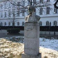 Siegfried Marcus bust at Karlsplatz