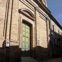 Ingresso chiesa sconsacrata