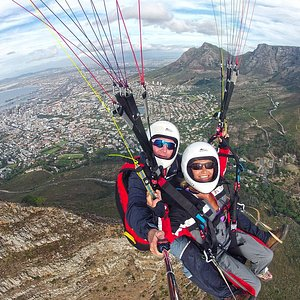 Tandem above Lions Head with the City of Cape Town in the background.