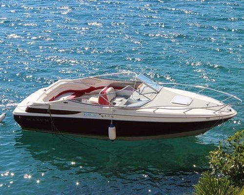 Rent the Maxum 2300SR today! Seats up to 10 people