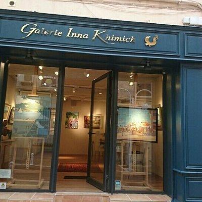 une galerie élégante dans la partie haute de la Rue Lamalgue, rue pleine de charme au Mourillon