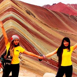 La famosa montaña de los 7 colores con las chicas de Real Tour. Perú.