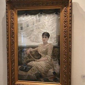Ritratto della moglie dell'artista in cui il bianco con le sue molteplici tonalità la fa da padr