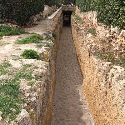 Kanaal richting de zoutvlaktes van Saladar