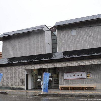 城端曳山会館/曳山祭は毎年5月上旬に開催されます
