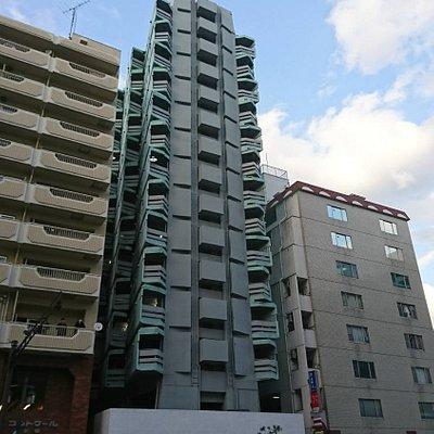 このビルの3階、4階がアジトオブスクラップのイベントスペースです。