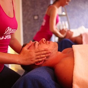 Couples Massage. Receive a treatment side by side