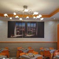 La nostra accogliente e luminosa sala, dove potrete accomodarvi per gustare le nostre pizze.
