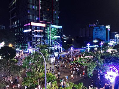 Lot of family and friends in the walking street - view from cafe apartments