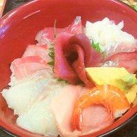 三崎の海の幸たっぷり!海鮮丼¥2000