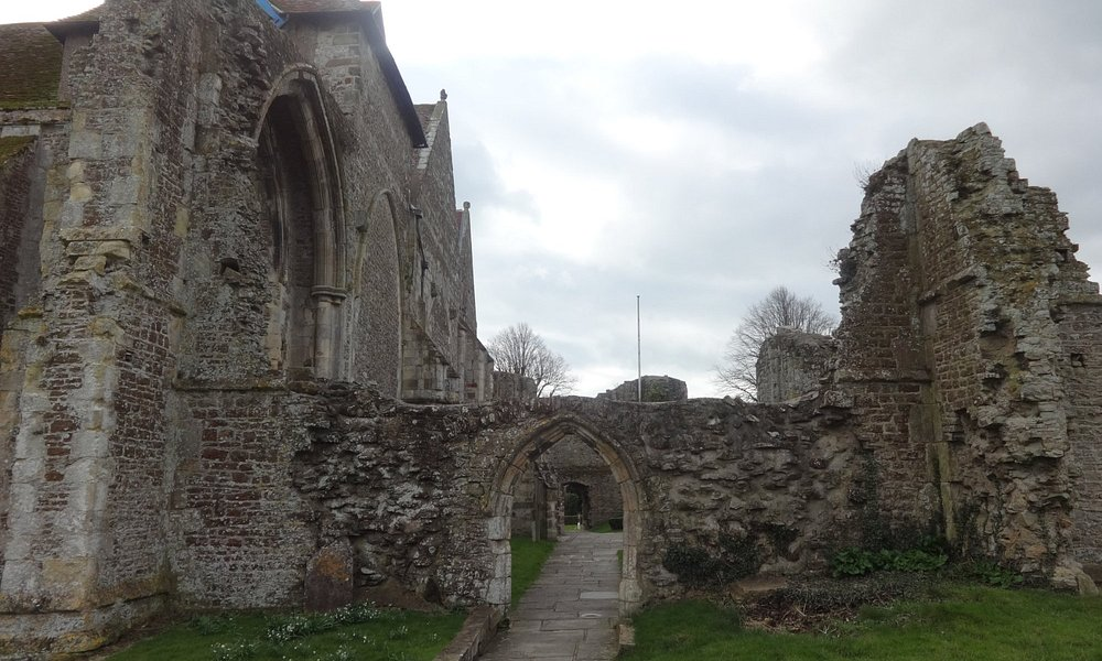 St Thomas the Martyr and ruined walls