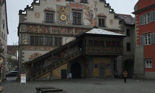 Vista della facciata con il corpo scala
