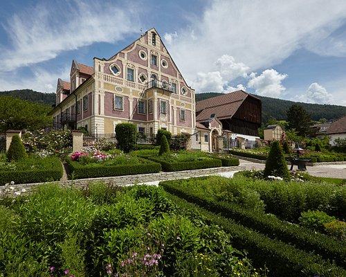 Il cuore del museo etnografico - la residenza barocca e il grande fabbricato rustico. Foto: HMG