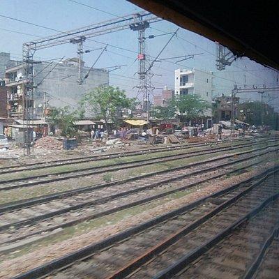 NDLS → AGC  列車12626 3AC