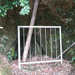 三輪白坂横穴の入り口
