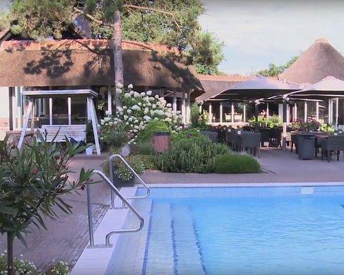 zwembad en terras