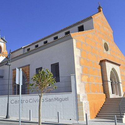 Fachada principal del Centro San Miguel