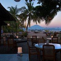 Beachfront restaurant and bar in Sanur - Bali | Tandjung Sari | Dinner