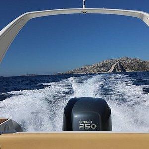 Journée idéale, mer belle et ciel bleu. En route vers les Calanques de Cassis