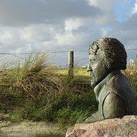 """""""bronzen beeld bij opgang van het Strand van IJmuiden aan Zee"""""""