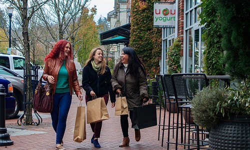 Shopping in Downtown Lake Oswego