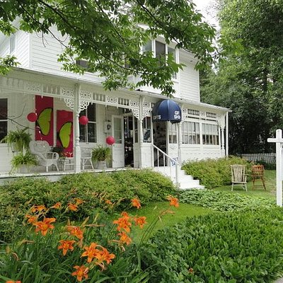 Patricia's Gift Shop, Keene Ontario