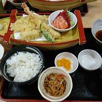 お風呂とこの料理がセットで1500円です。お得!