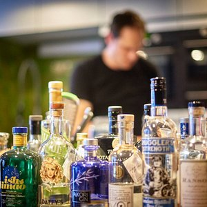 Ginologist Edward at work in the Brugse Gin Club