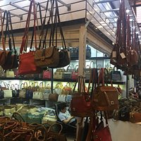 Este shopping está no meio da muvuca do bairro do Pari, mas é mais bem estruturado que os demais