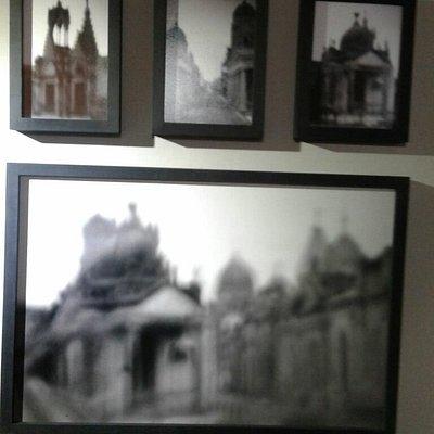 Son fotos especiales del Cementerio de Chivilcoy , con una técnica que se llama Estenopeica