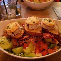 Salade de chèvre chaud super bien garnie, excellente! Venue plusieurs fois j adore!