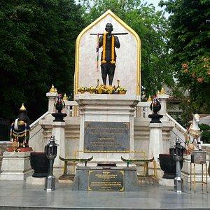 Sodej Pra Bavornratchao Monument