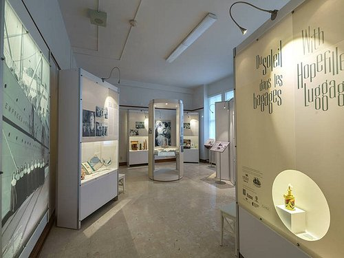 Exposition Du soleil dans les bagages / With Hopefilled Luggage exhibit