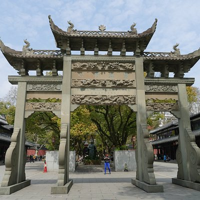 In front of Yue Fei Mausoleum