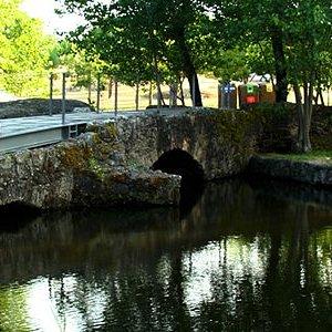 Ponte Antiga de Pedra sobre a Ribeira da Venda