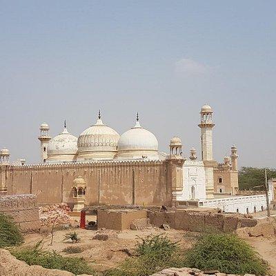 Next to Derawar Fort