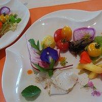 自家栽培と島の魚介の前菜
