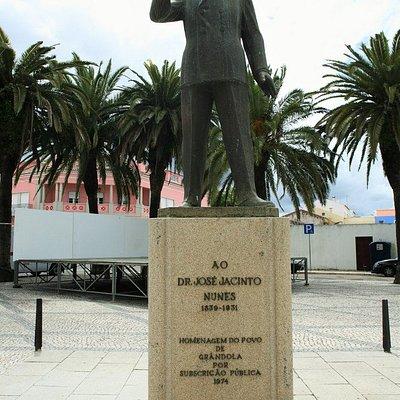 Estátua ao Dr. Jacinto Nunes