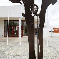 Escultura a José Afonso